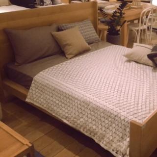 ベッド(セミダブルベッド)
