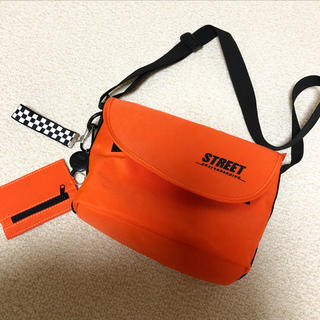ウィゴー(WEGO)の鮮やかオレンジ♡ショルダーバッグメッセンジャーバッグ新品(メッセンジャーバッグ)