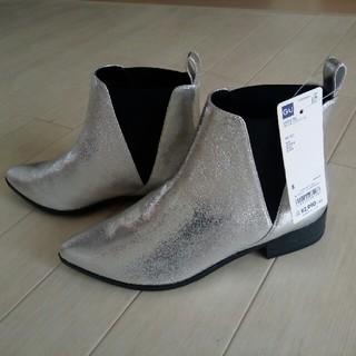 ジーユー(GU)の新品 GUシルバーショートブーツ(ブーツ)