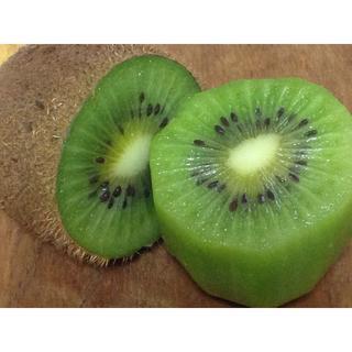 普通のキウイより甘い品種★香緑(もちろん無農薬)宅急便コンパクトに満タン(フルーツ)