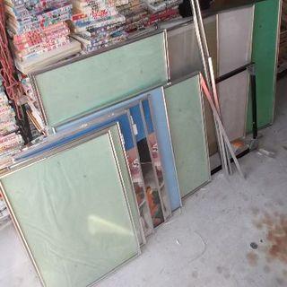 パネル13枚他ジャンク扱いアルミ枠フレームポスター紙物保管に送料着払い(パネル)