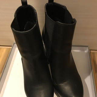 アールアンドイー(R&E)のR&E ショートブーツ(ブーツ)