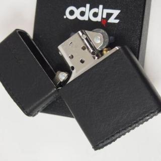 ジッポー(ZIPPO)のZippo 革巻き ジッポーロゴ 横(ブラック 黒)ZLGBK(タバコグッズ)