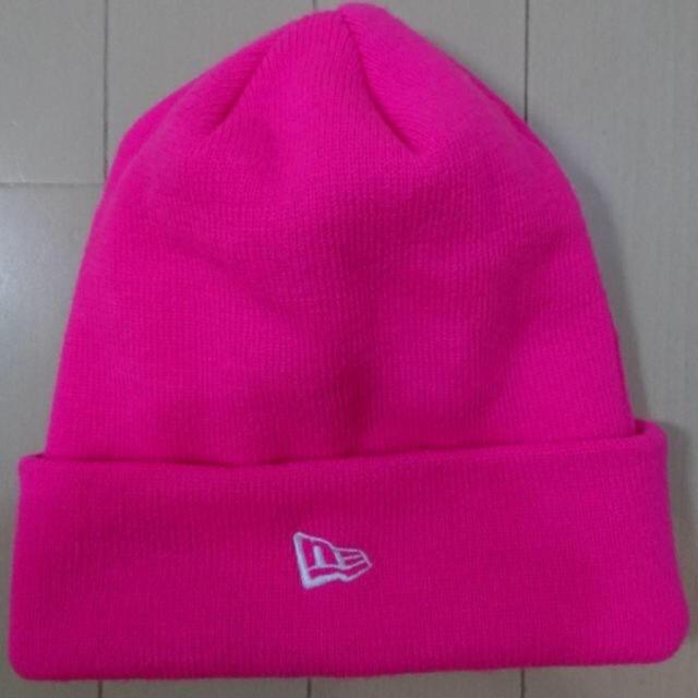 NEW ERA(ニューエラー)のニューエラのニット帽子NEピンク  フリー 男女兼用  新品 タグなし レディースの帽子(キャップ)の商品写真