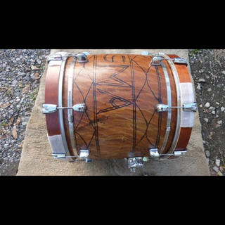 ウガンダくり抜きバスドラム 18インチ 悟空3号(楽器のおもちゃ)