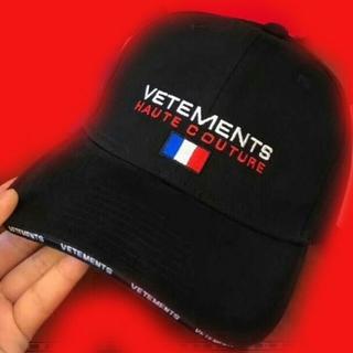 サンベットモン(saintvêtement (saintv・tement))のVETEMENTS × TOMMY コラボ キャップ(キャップ)