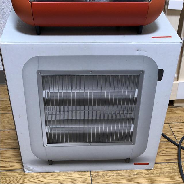 ±0 プラマイゼロ 遠赤外線 電気ストーブ レッド プラスマイナス スマホ/家電/カメラの冷暖房/空調(電気ヒーター)の商品写真