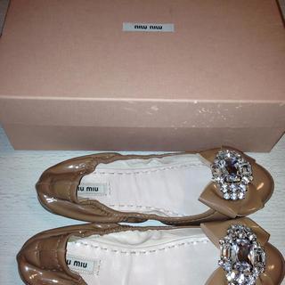 ミュウミュウ(miumiu)のミュウミュウ♡ビジューエナメルバレエ靴(ミュール)