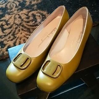サルヴァトーレフェラガモ(Salvatore Ferragamo)の♡ピスタチオ♡可愛い革パンプス(ローファー/革靴)