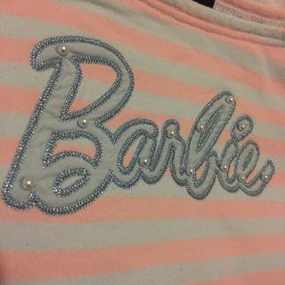 バービー(Barbie)のバービー トレーナー 130㎝ ロゴにパール 肩リボン (ニット)