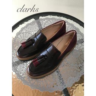 クラークス(Clarks)のclarks レザー切替タッセルローファー【新品】(ローファー/革靴)