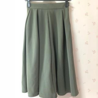 ジーユー(GU)のGU スカート 緑 グリーン(ひざ丈スカート)