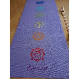 ヨガマット チャクラ模様 パープル 紫色 GAIAM 3ミリ ベルト付き(ヨガ)