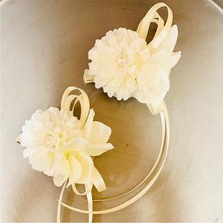 toytoy251  ミニコサージュ 髪飾り 2こセット ホワイトコーデ 結婚式(コサージュ/ブローチ)
