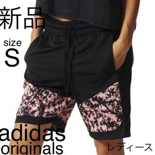 アディダス(adidas)のアディダス ハーフパンツ ウェア フィットネス ジム ピンク フラワー パンツ(ハーフパンツ)