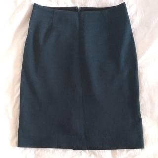 ワールドベーシック(WORLD BASIC)のオリーブグリーンのタイトスカート(ひざ丈スカート)