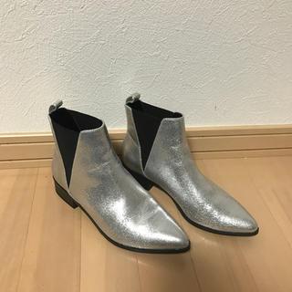 ジーユー(GU)のgu ショートブーツ サイドゴア シルバー ブーツ S(ブーツ)