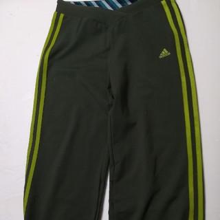 アディダス(adidas)の膝下スポーツパンツ(ハーフパンツ)