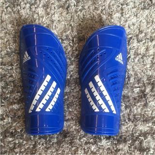 アディダス(adidas)のサッカーすね当て幼児用(サッカー)