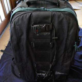 Lowpro  カメラリュック 未使用品ハードタイプ 山岳やトレッキングに最適(ケース/バッグ)