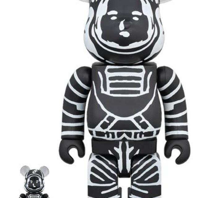 【送料込】ベアブリック BBC ASTRONAUT BLACK 100%400% エンタメ/ホビーのおもちゃ/ぬいぐるみ(キャラクターグッズ)の商品写真