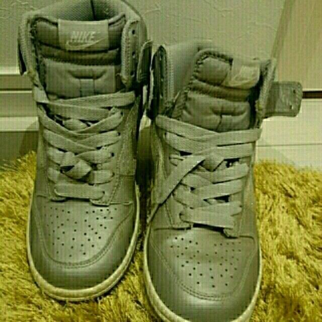 NIKE(ナイキ)のNIKE  値下げ レディースの靴/シューズ(スニーカー)の商品写真
