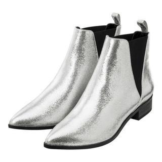 ジーユー(GU)の【新品未使用】GU サイドゴア シルバーブーツ(ブーツ)