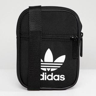 アディダス(adidas)の貴重 送料無料 新品 アディダス ブラック ミニショルダーバッグ BK6730(ショルダーバッグ)