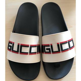 グッチ(Gucci)のGUCCI ストライプ ラバー スライドサンダル (サンダル)