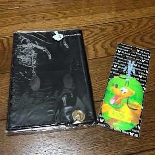 ディズニー(Disney)の新品 ディズニー ブックカバー ミッキー プルート プレゼント付き(ブックカバー)