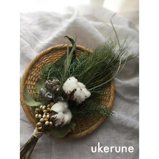 綿花とテトラゴナ ブルーアイスの白いアンティーク スワッグ ドライフラワー (ドライフラワー)