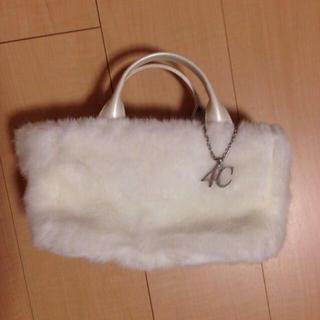 ヨンドシー(4℃)の4℃ホワイトファーミニバッグ(ハンドバッグ)