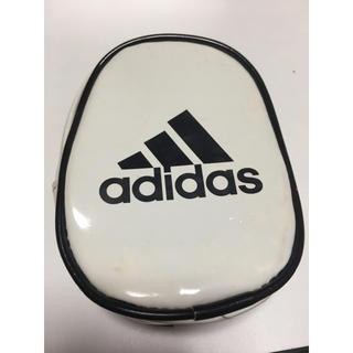 アディダス(adidas)のadidas エナメルポーチ(ポーチ)