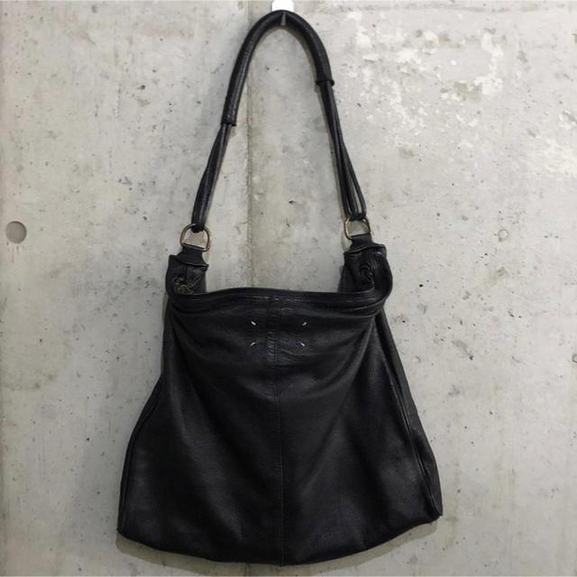Maison Martin Margiela(マルタンマルジェラ)のマルジェラ 11 レザーショルダーバッグ ブラック メンズのバッグ(ショルダーバッグ)の商品写真