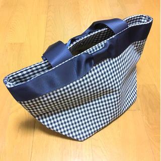 シマムラ(しまむら)の新品未使用/舟形トートバッグ/紺ギンガムチェック/リボン付き(トートバッグ)