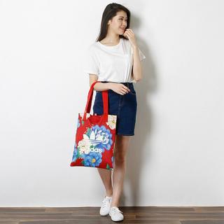 アディダス(adidas)の赤花柄   トートバッグ   アディダスオリジナルス(トートバッグ)