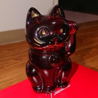 バカラ(Baccarat)のバカラ  招き猫  レッド  座布団付(置物)