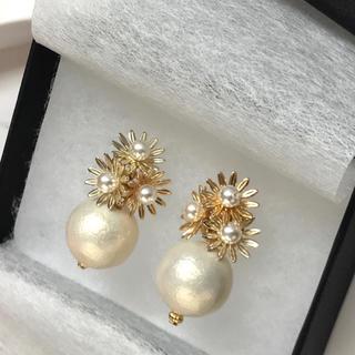 ザラ(ZARA)の再∞販 gold flower × pearl pierce(ピアス)