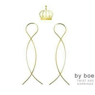 バイボー(by boe)の新品未使用by boeくねくね8の字形ゴールド ピアス by boeバイボー(ピアス)