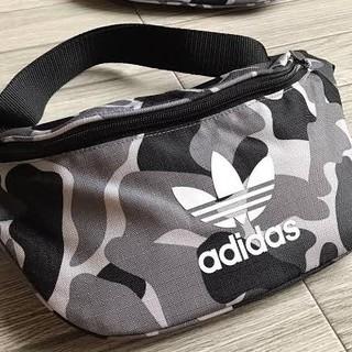 アディダス(adidas)のアディダスオリジナルス ウエストバッグ カモ柄 カモ 新品(ウエストポーチ)
