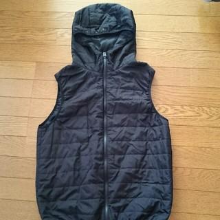ジーユー(GU)のフード付き中綿ベスト Mサイズ(ジャケット/上着)