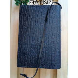 四六判 革のブックカバー Black しおり付きDesign(ブックカバー)