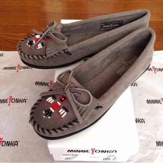 ミネトンカ(Minnetonka)の新品ミネトンカ8 サンダーバードモカシン(ローファー/革靴)