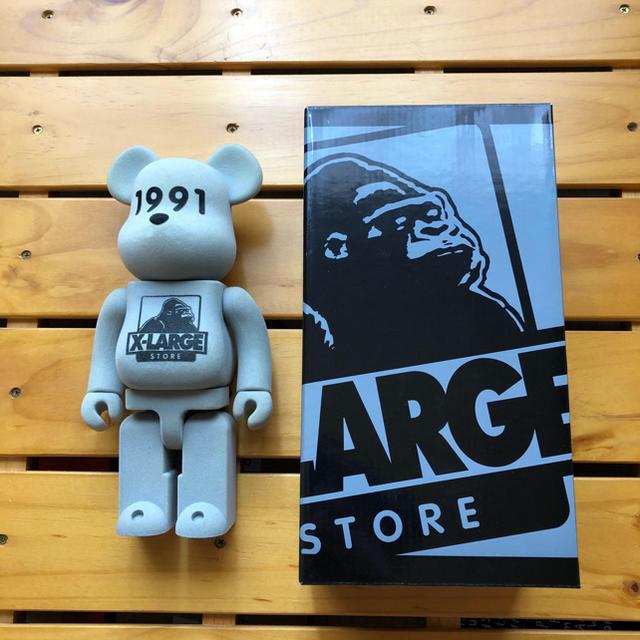 XLARGE(エクストララージ)のXLARGE × BE@RBRICK 400% メンズのファッション小物(その他)の商品写真