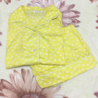 ウンナナクール(une nana cool)の夏用 パジャマ 黄色 花柄 (パジャマ)