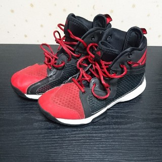 アディダス(adidas)のバスケットボールシューズ(バスケットボール)