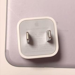 アップル(Apple)の正規品・iPhone.USBアダプター(変圧器/アダプター)
