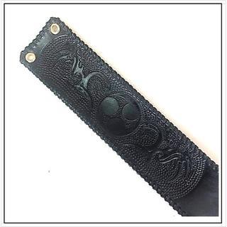三線 胴巻き ティーガー レザーカービング ブラック 革紐シングル トライバル (三線)