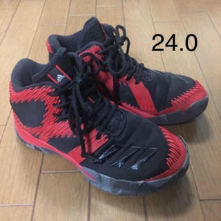 アディダス(adidas)のバスケットシューズ 24.0(バスケットボール)