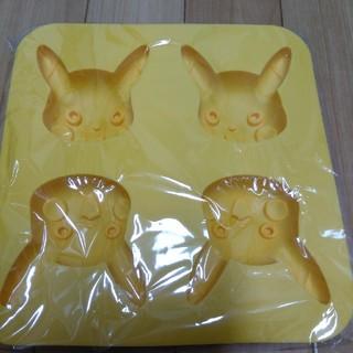 ポケモン(ポケモン)のピカチュウ シリコンマドレーヌ型(調理道具/製菓道具)